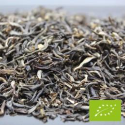 Thé vert au Jasmin bio et à la liqueur dorée très florale. *Fin, frais et légèrement parfumé, ce thé vert au Jasmin Bio se distingue par sa confection très minutieuse. À la liqueur dorée très florale, cet antioxydant est l'idéal pour débuter votre journée en toute légèreté.
