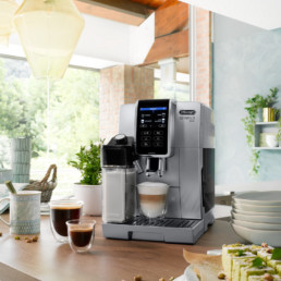 photo lifestyle Delonghi avec machine Dinamica, café cappuccino servit