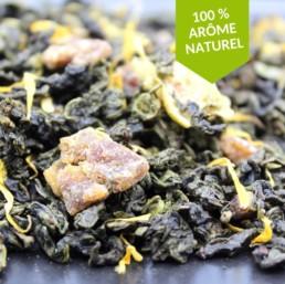 Le thé Oolong Figue de la Fabrikathé est parfumé et fruité avec de véritables morceaux de figues savoureux et envoutants en tasse.