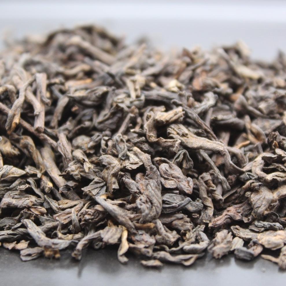 Thé noir de Chine vendu en sachet en vrac de 100 grammes ou 200 grammes. Thé puissant et idéal pour favoriser la digestion en fin de repas.