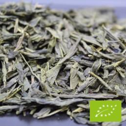 La FBKT revisite le thé vert Sencha en une édition Thé Vert Sencha Spécial BIO. Source de bienfaits des plus naturels, ce thé de haute qualité et très bien travaillé vous invite au voyage grâce à son doux parfum et sa délicieuse saveur.